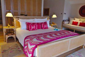 ピンク基調の可愛いベッド