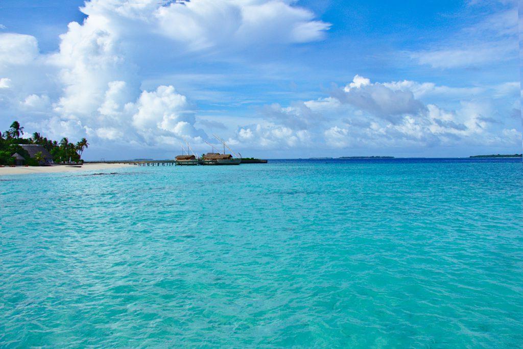 美しい海に映えるba'theli